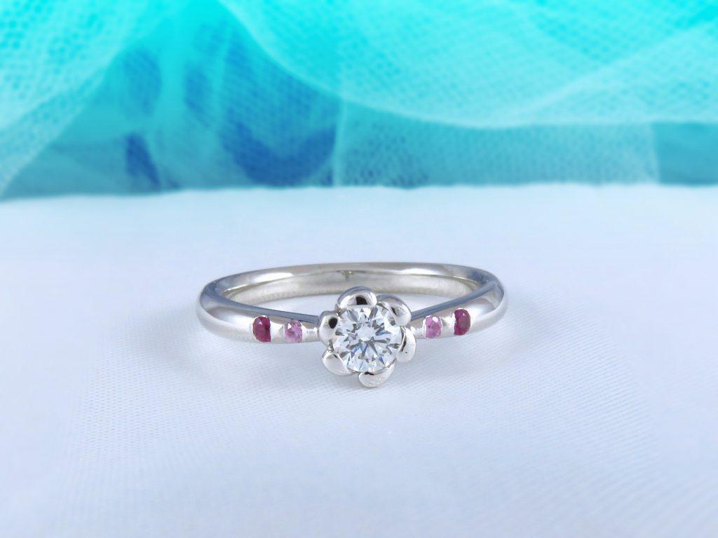 花の形をしたダイヤを見て一目惚れしてお店を選びました。